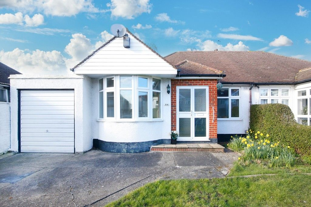 3 bed bungalow for sale in Northumberland Avenue, Welling, DA16  - Property Image 1