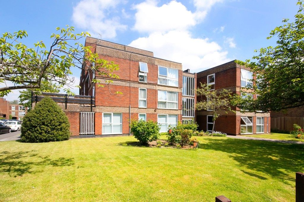 3 bed flat for sale in Manor Road, Sidcup, DA15  - Property Image 1