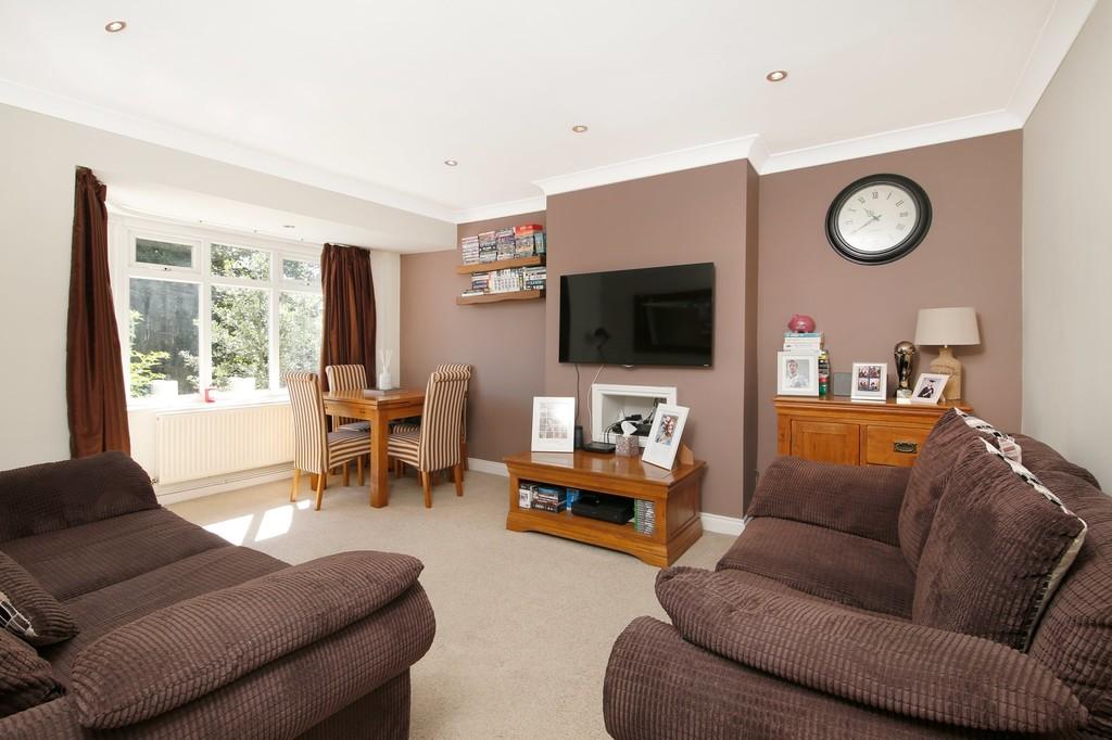 2 bed flat for sale in Blenheim Court, Sidcup, DA14  - Property Image 2