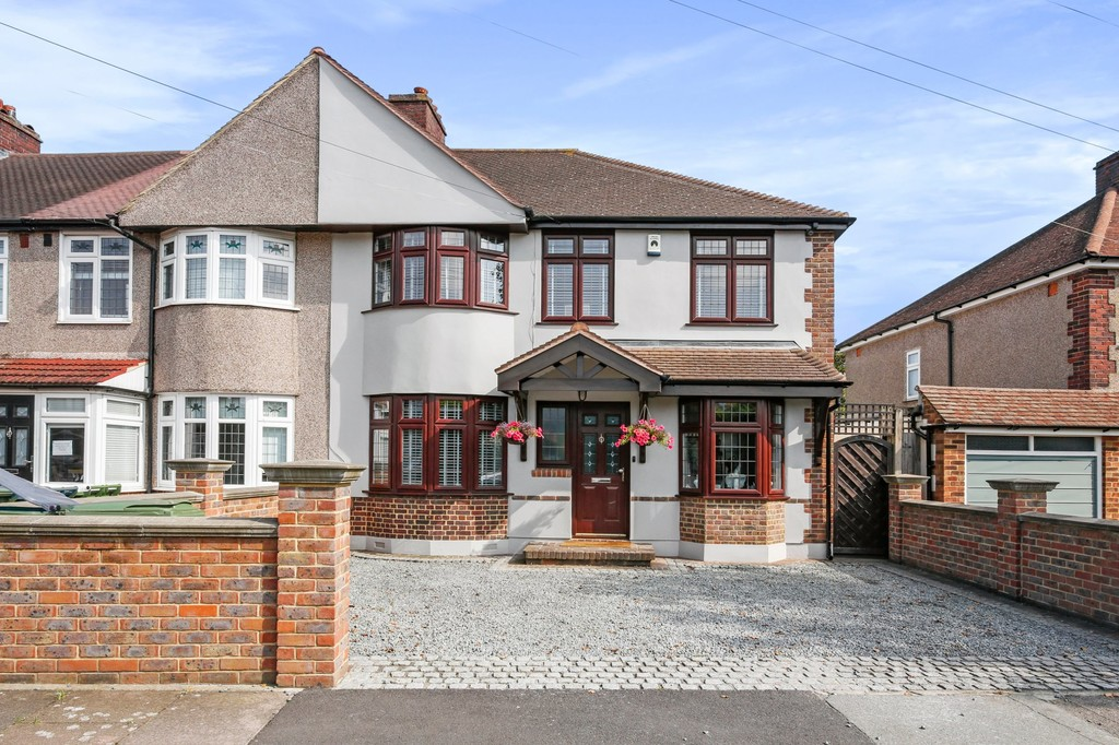 4 bed house for sale in Meadow View, Sidcup, DA15  - Property Image 1