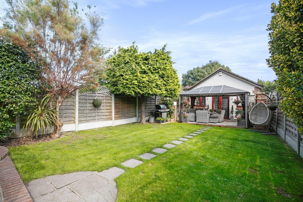 4 bed house for sale in Meadow View, Sidcup, DA15  - Property Image 8