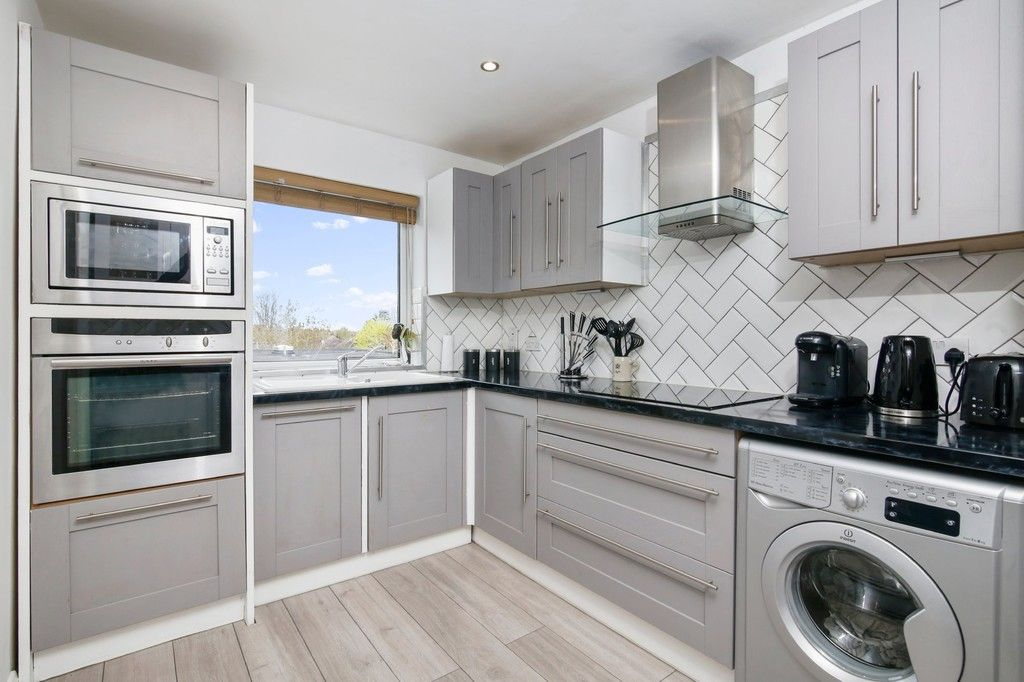 2 bed flat for sale in Longlands Road, Sidcup, DA15 - Property Image 1