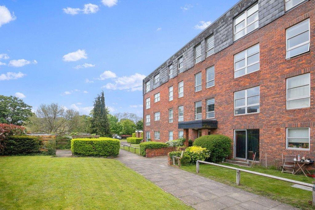 2 bed flat for sale in Marlowe Gardens, Eltham, SE9, SE9