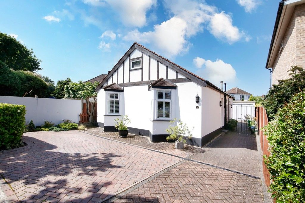 2 bed bungalow for sale in Old Farm Road East, Sidcup, DA15, DA15