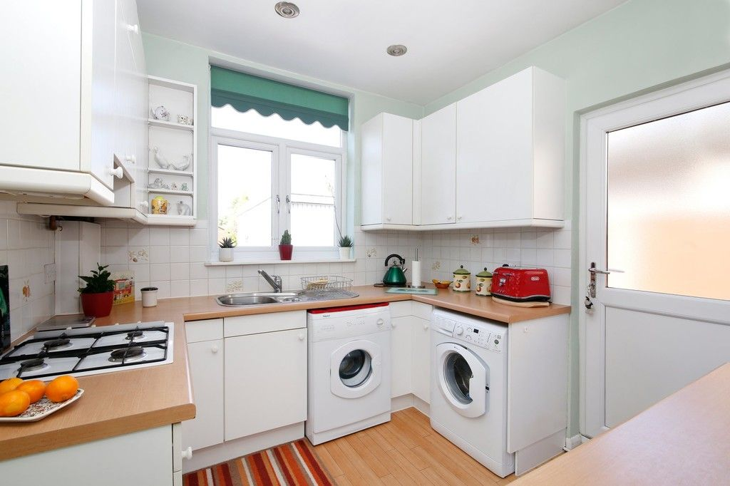 2 bed bungalow for sale in Old Farm Road East, Sidcup, DA15  - Property Image 6