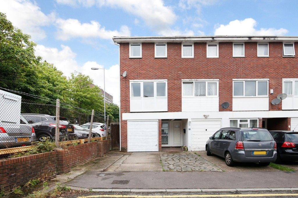 3 bed house for sale in Greenwood Close, Sidcup, DA15  - Property Image 1