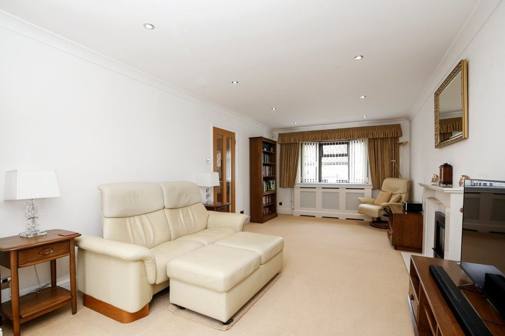 4 bed house for sale in Maple Leaf Drive, Sidcup, DA15 8W  - Property Image 2