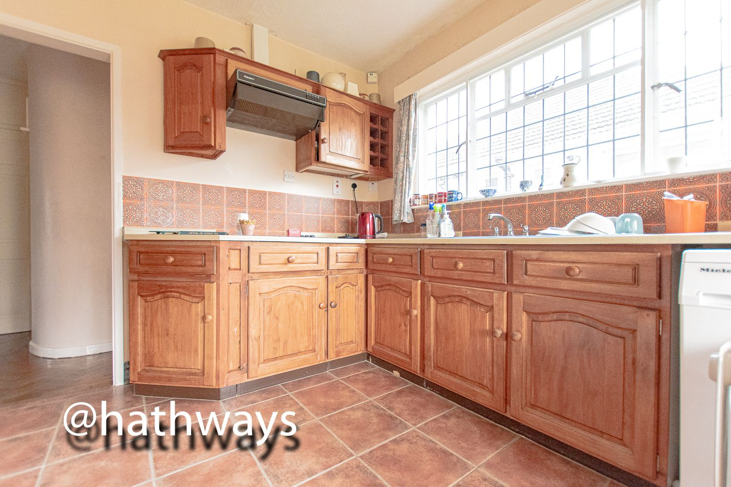4 bed bungalow for sale in Pentre Lane 11
