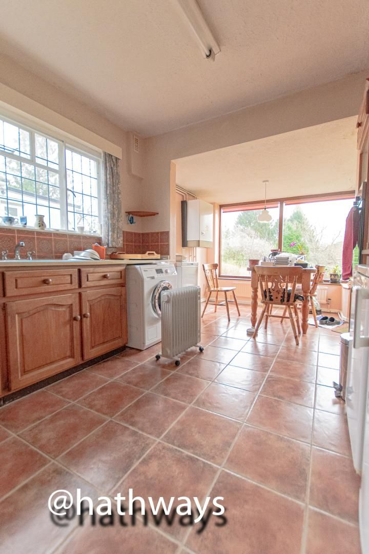 4 bed bungalow for sale in Pentre Lane  - Property Image 12