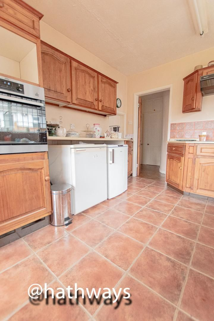 4 bed bungalow for sale in Pentre Lane 13