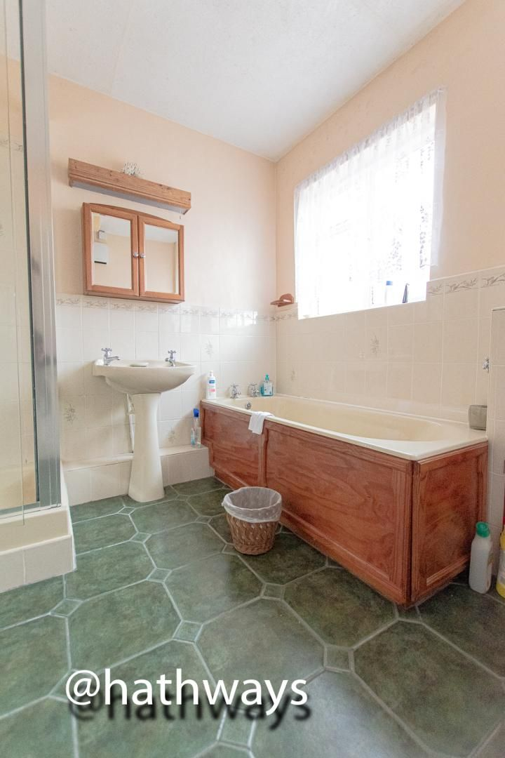 4 bed bungalow for sale in Pentre Lane 27