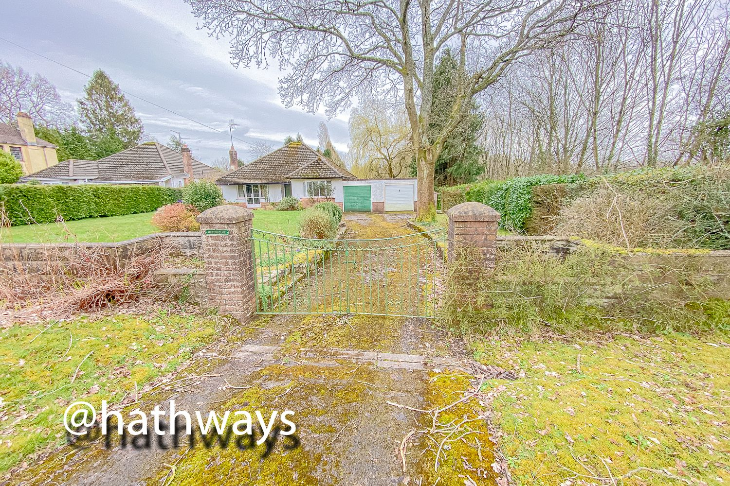 4 bed bungalow for sale in Pentre Lane 38