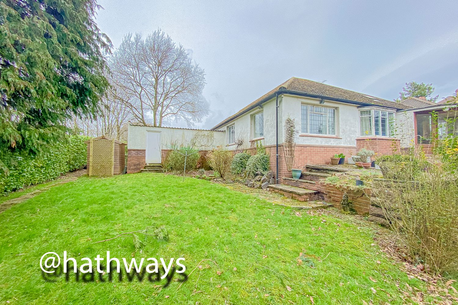 4 bed bungalow for sale in Pentre Lane 39