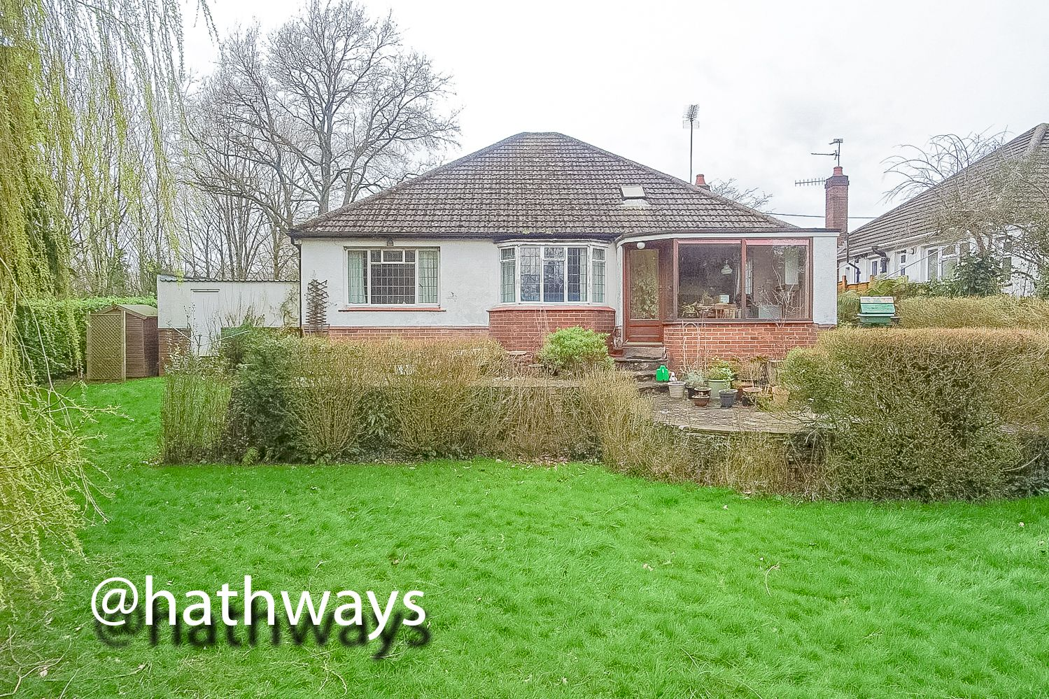 4 bed bungalow for sale in Pentre Lane 41
