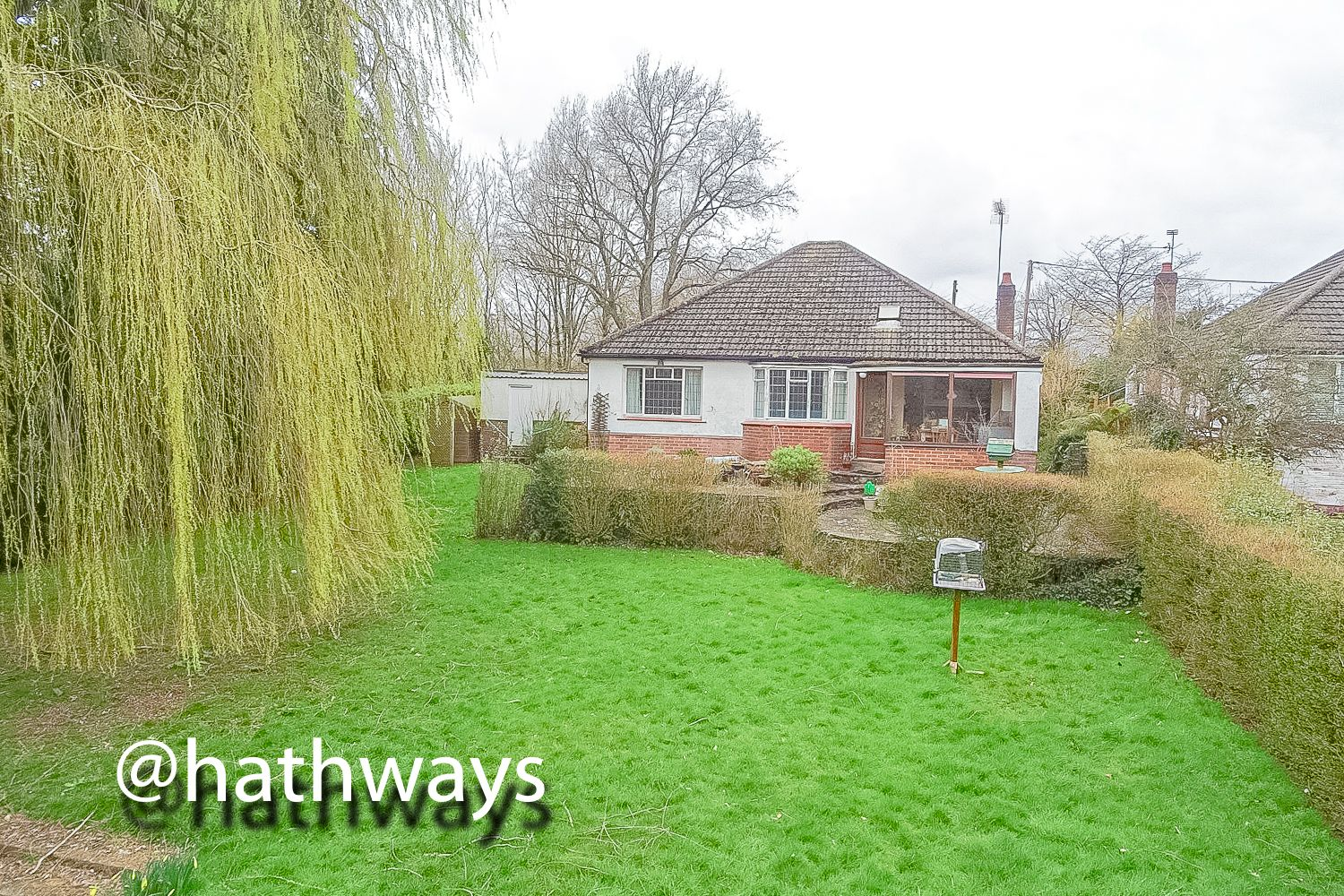 4 bed bungalow for sale in Pentre Lane 42