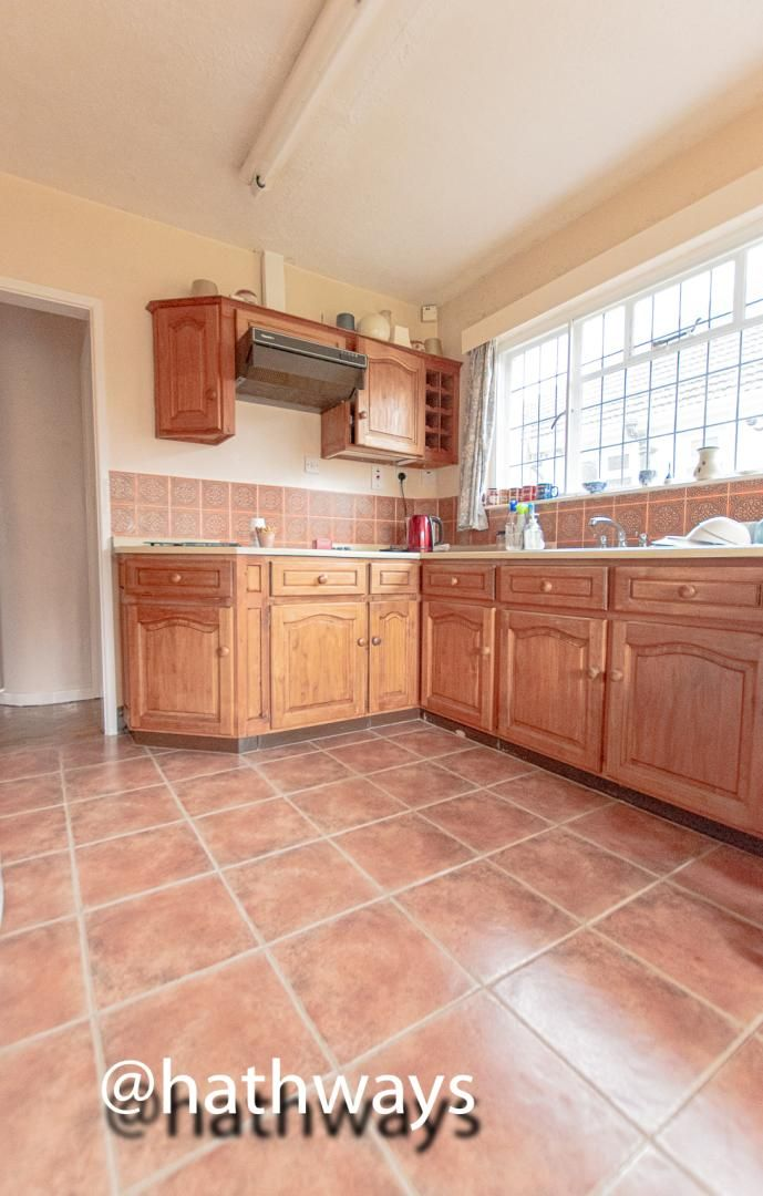 4 bed bungalow for sale in Pentre Lane  - Property Image 10