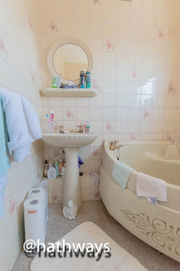3 bed house for sale in Thornhill Close 20
