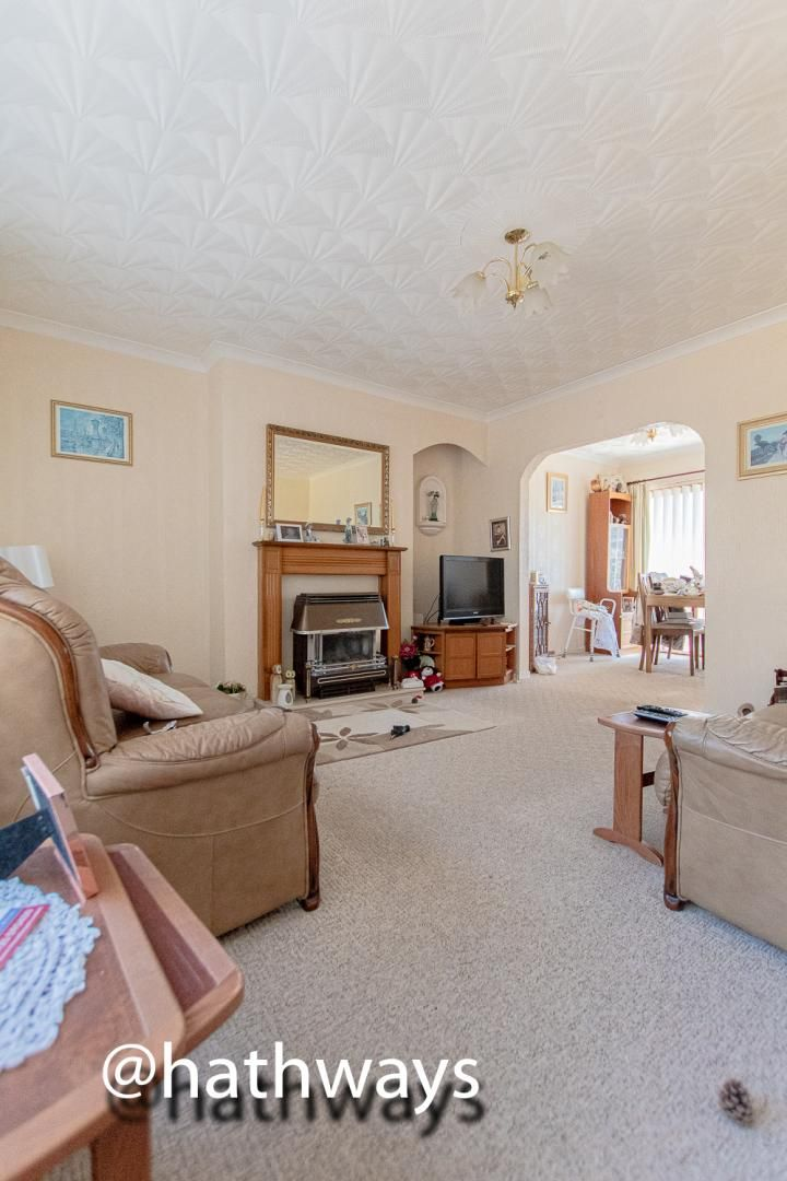3 bed house for sale in Thornhill Close 4