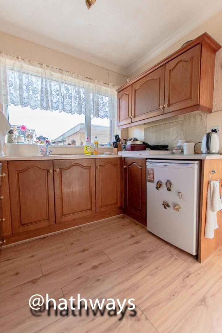 3 bed house for sale in Thornhill Close 8