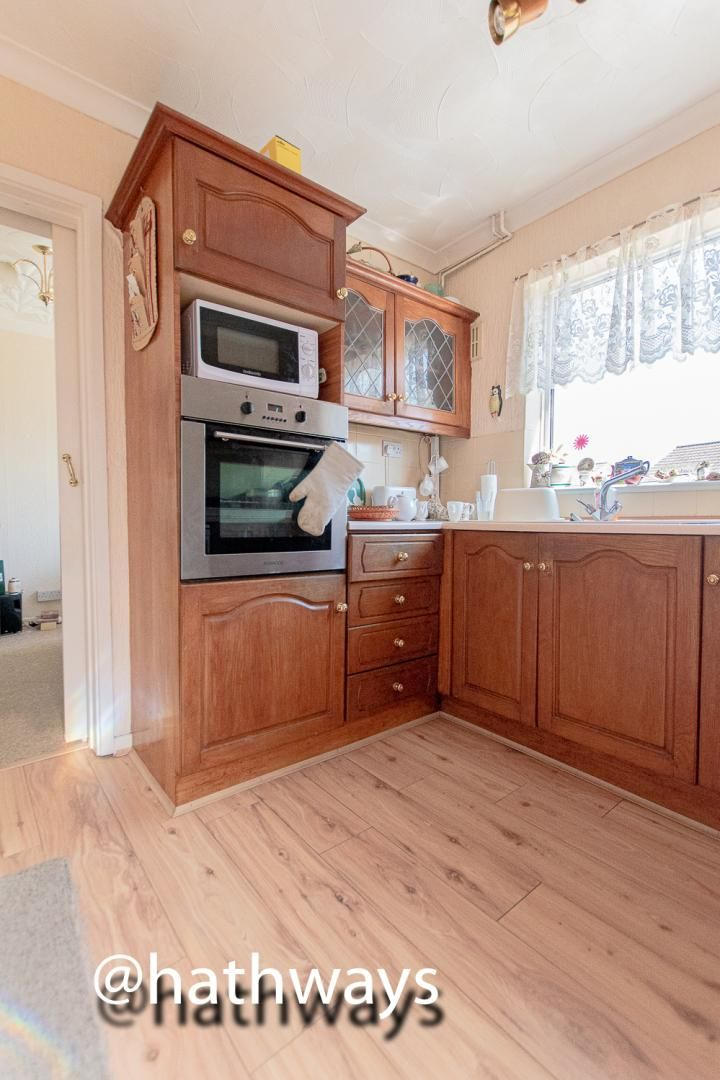 3 bed house for sale in Thornhill Close 9