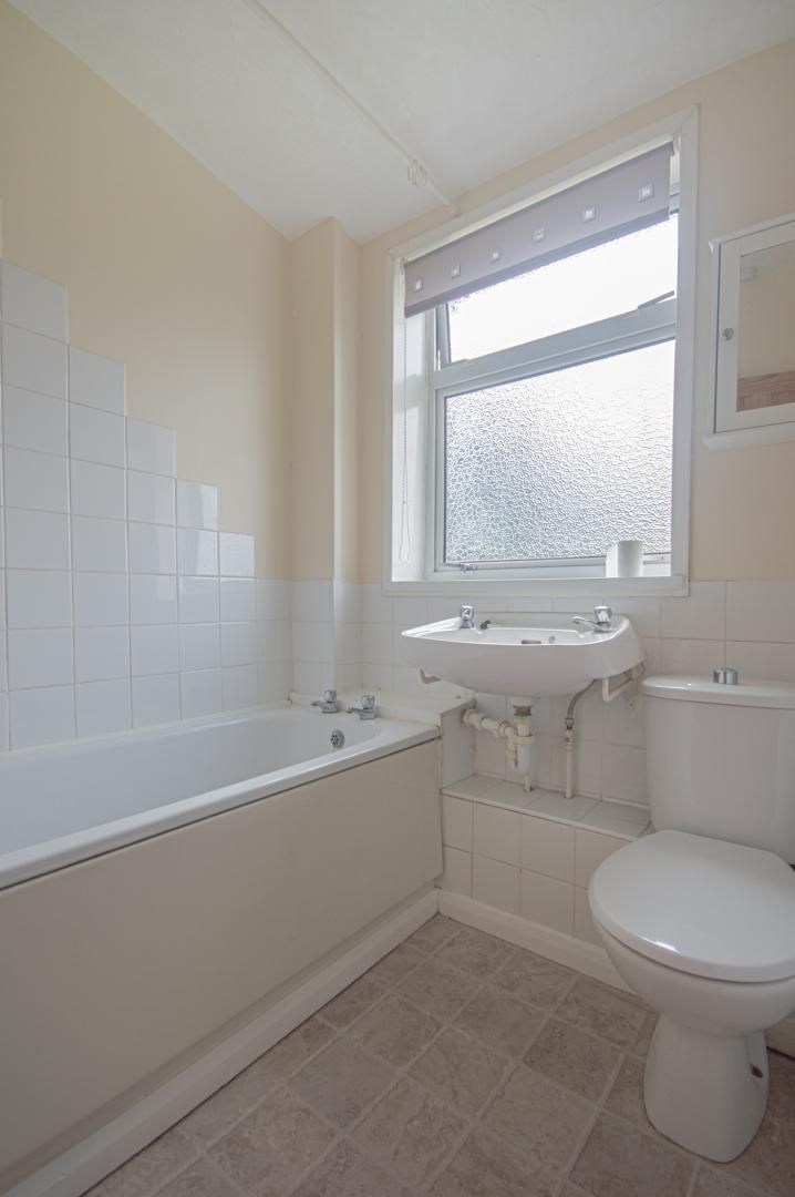 2 bed house to rent in Porthmawr Road 15