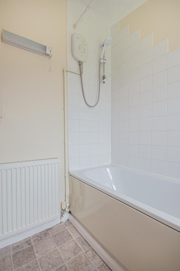 2 bed house to rent in Porthmawr Road 16