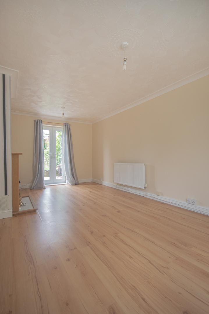 2 bed house to rent in Porthmawr Road 4
