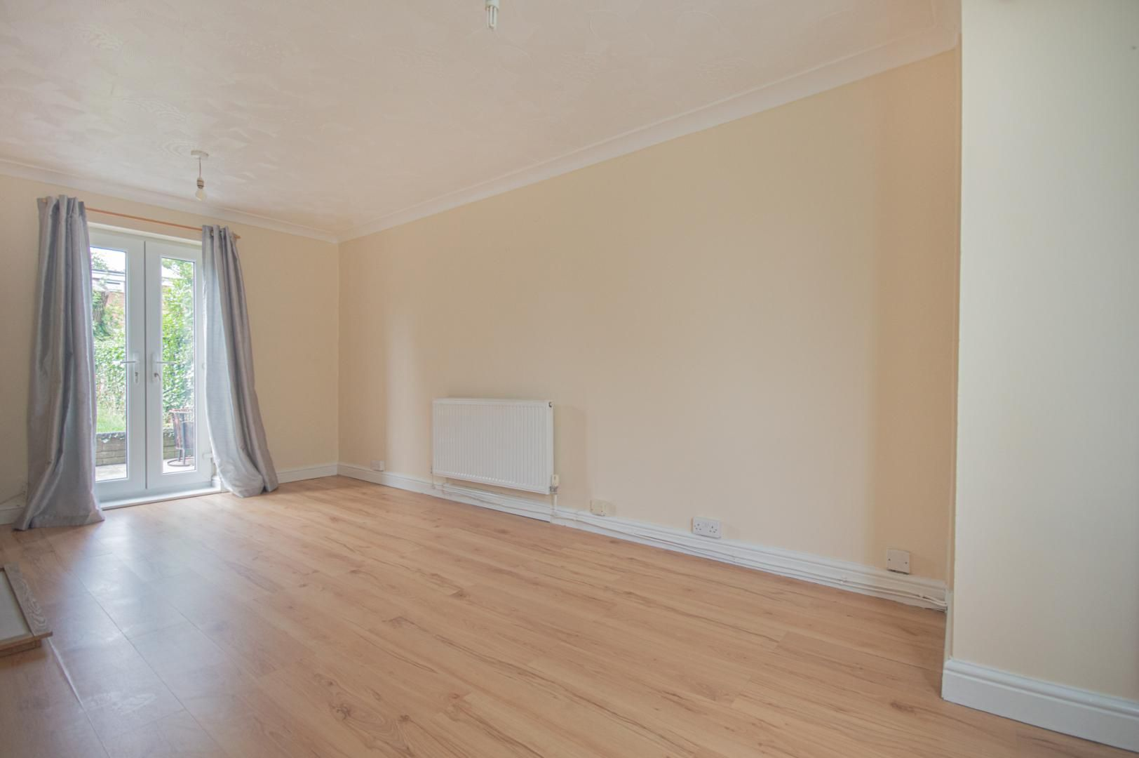 2 bed house to rent in Porthmawr Road 5