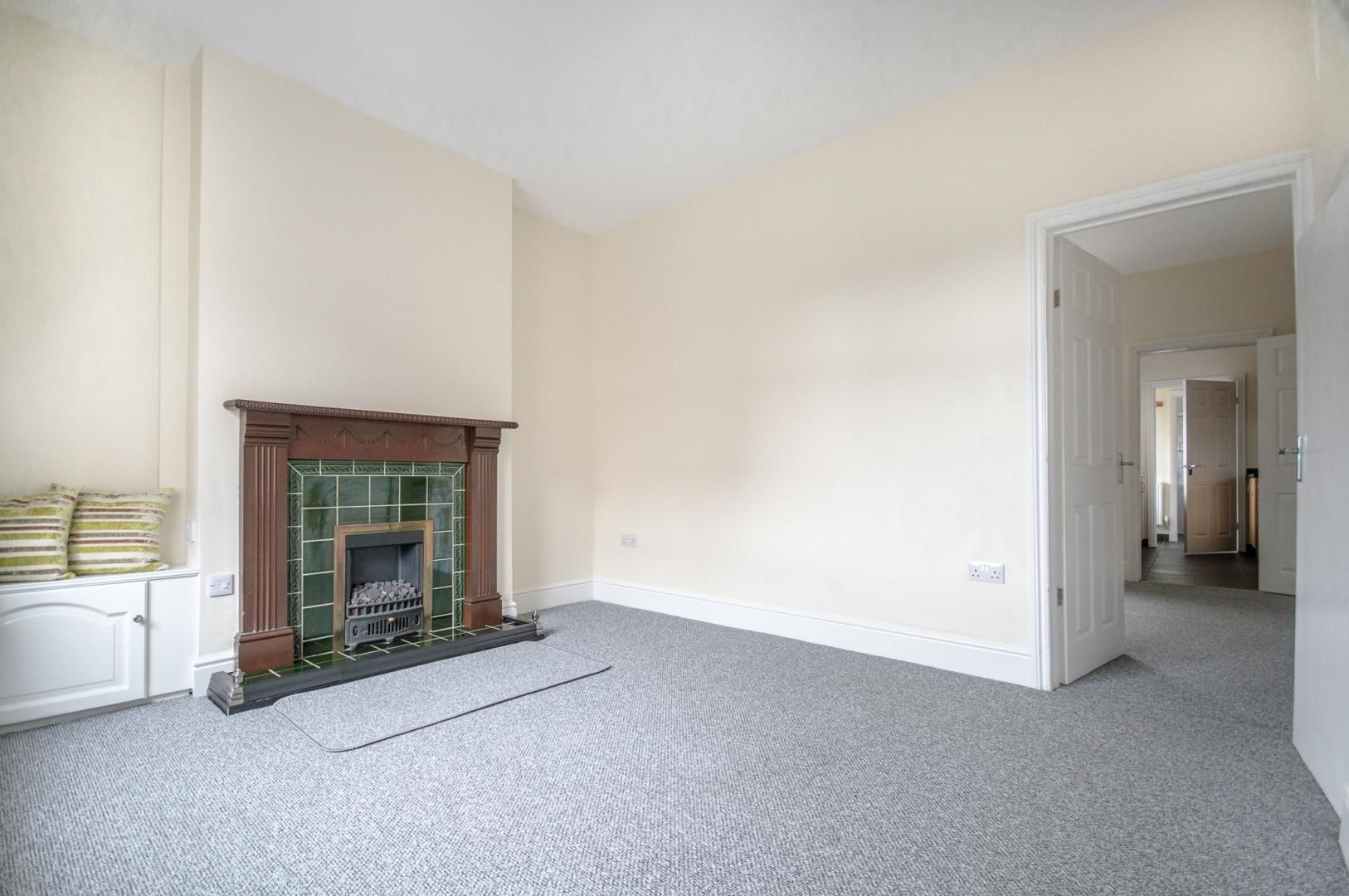 3 bed house to rent in Queen Street 2