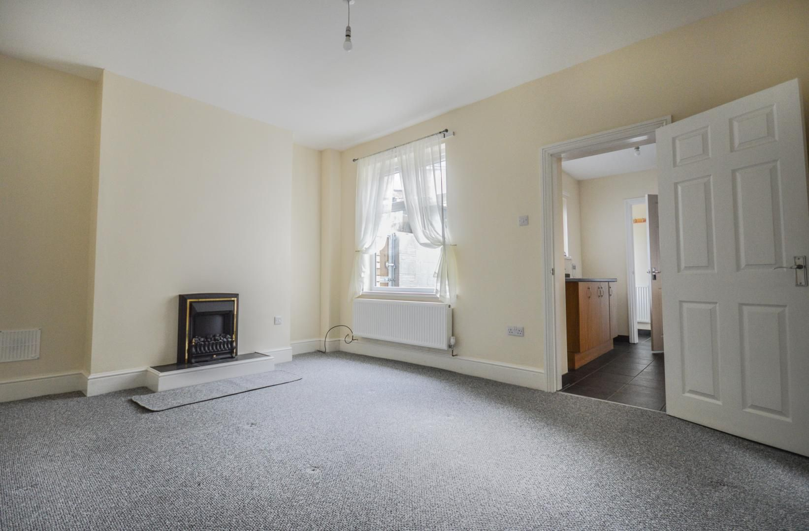 3 bed house to rent in Queen Street 7