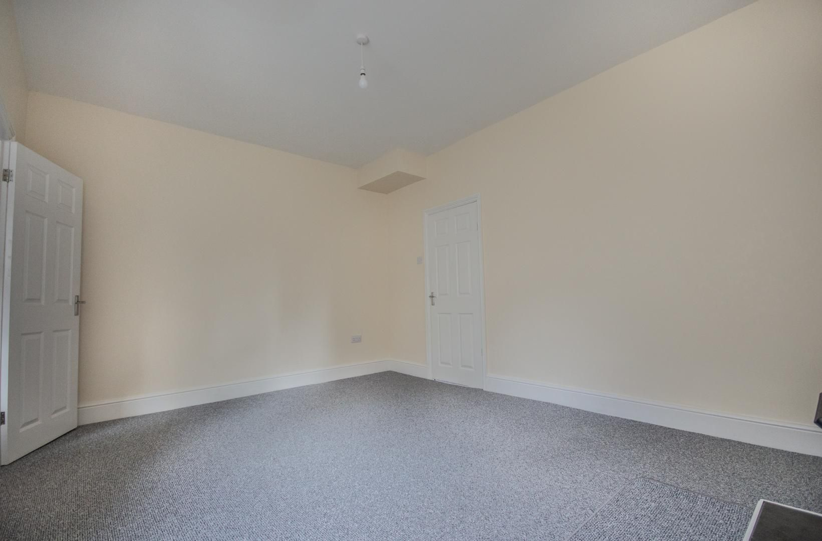3 bed house to rent in Queen Street 8