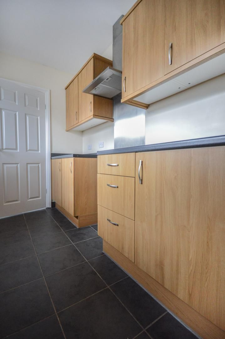 3 bed house to rent in Queen Street 10