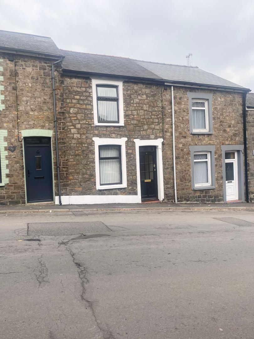 2 bed house to rent in High Street 1