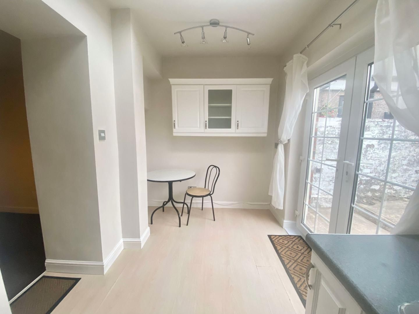 2 bed house to rent in High Street 2
