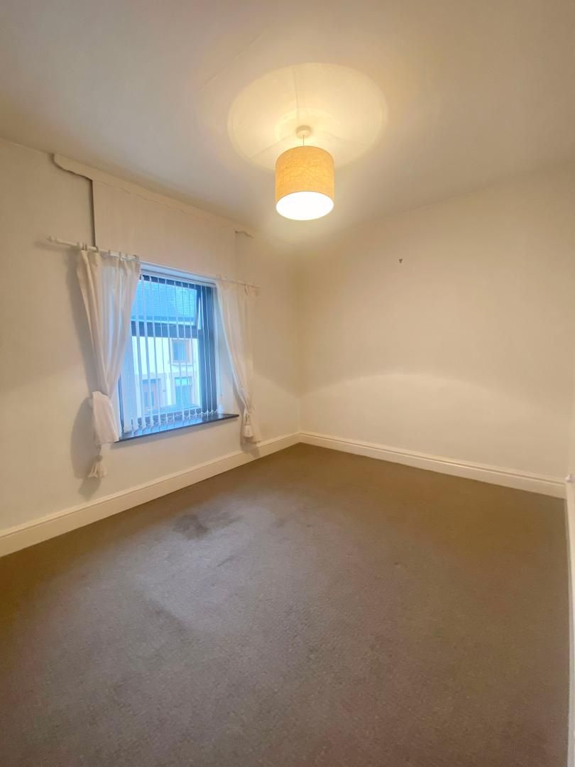 2 bed house to rent in High Street 12