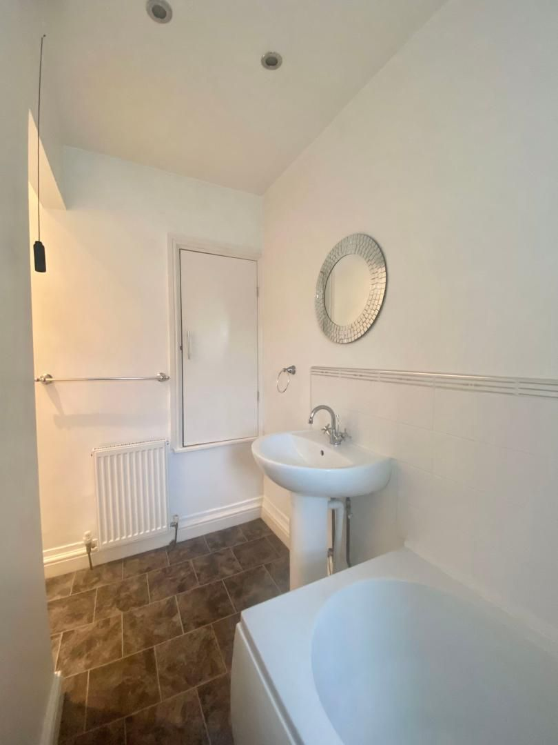 2 bed house to rent in High Street 16