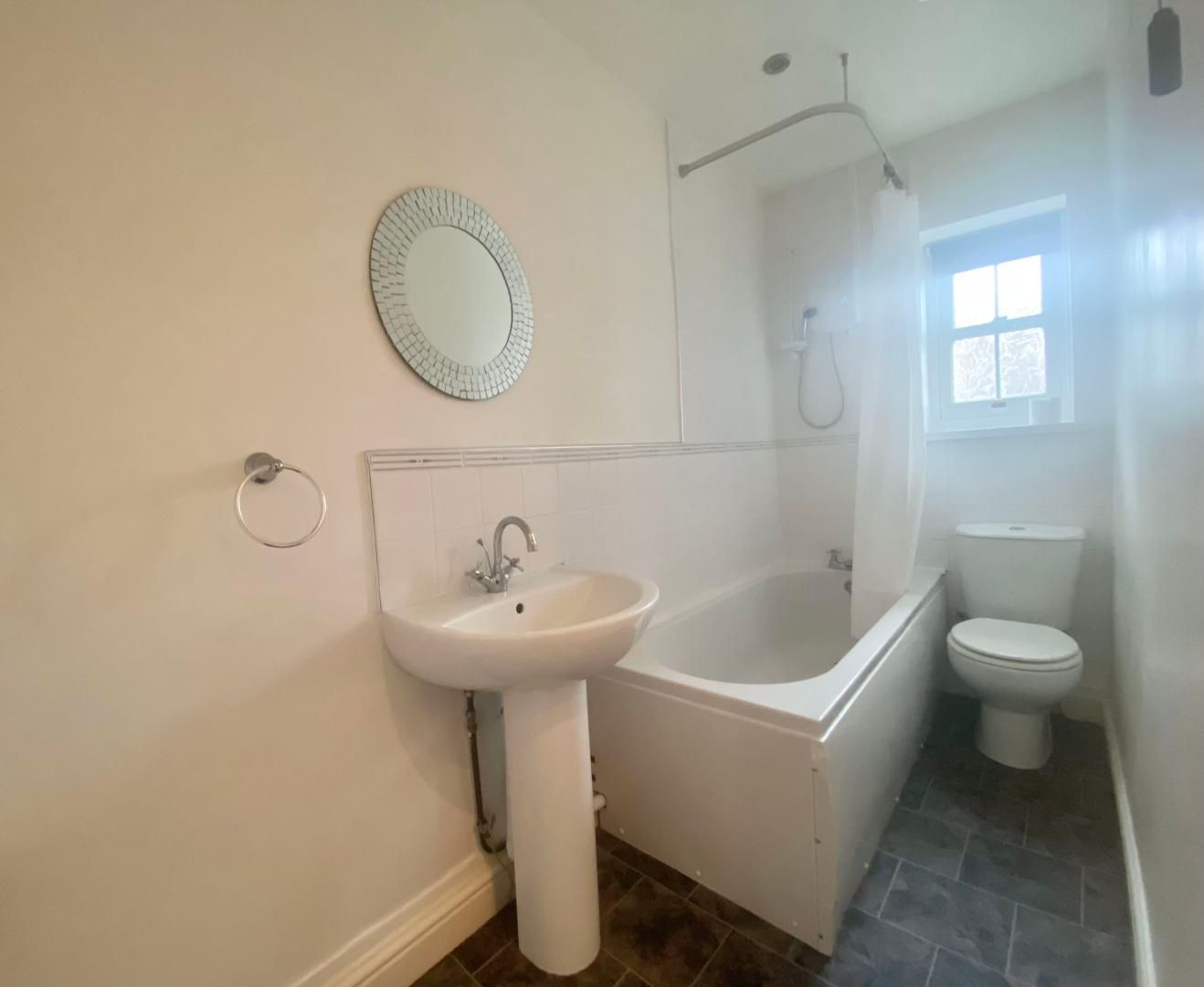 2 bed house to rent in High Street 18