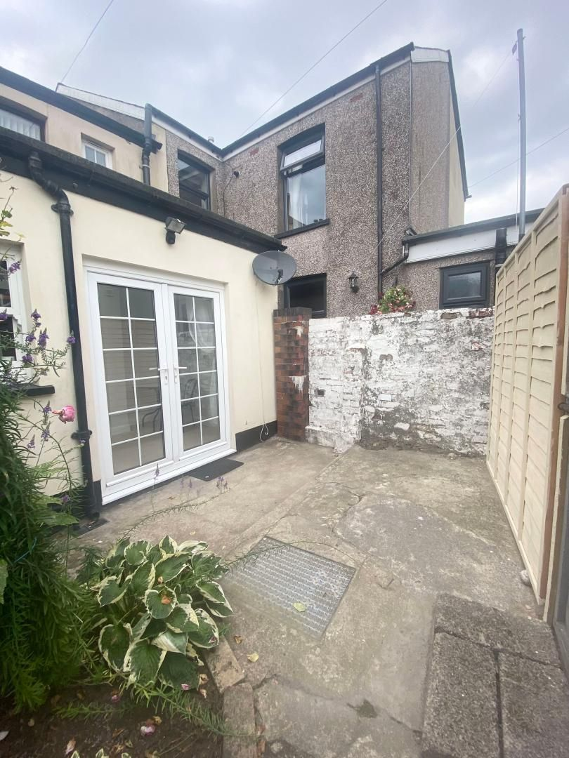 2 bed house to rent in High Street 19