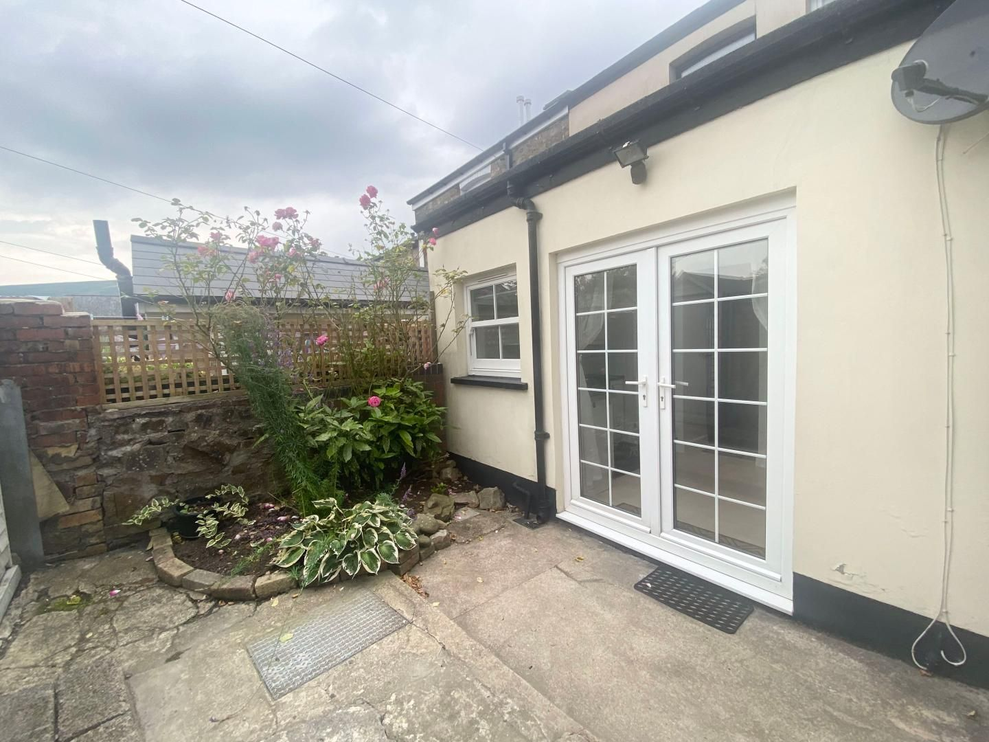 2 bed house to rent in High Street 21
