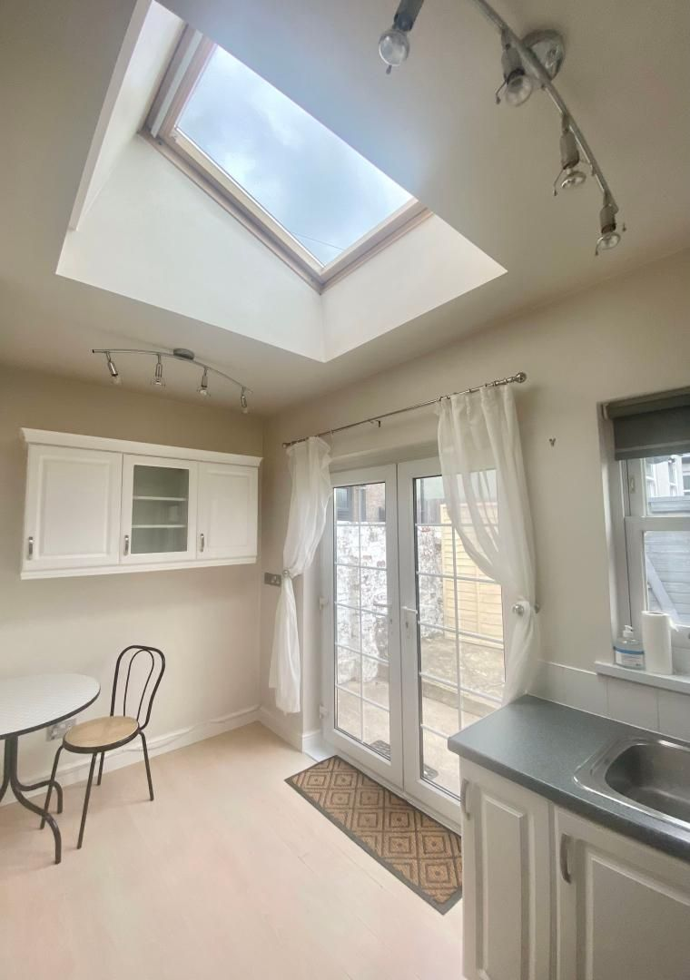2 bed house to rent in High Street 4