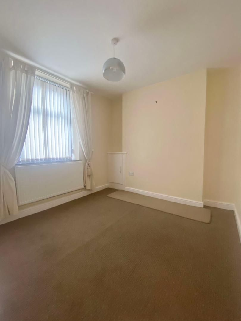 2 bed house to rent in High Street 6