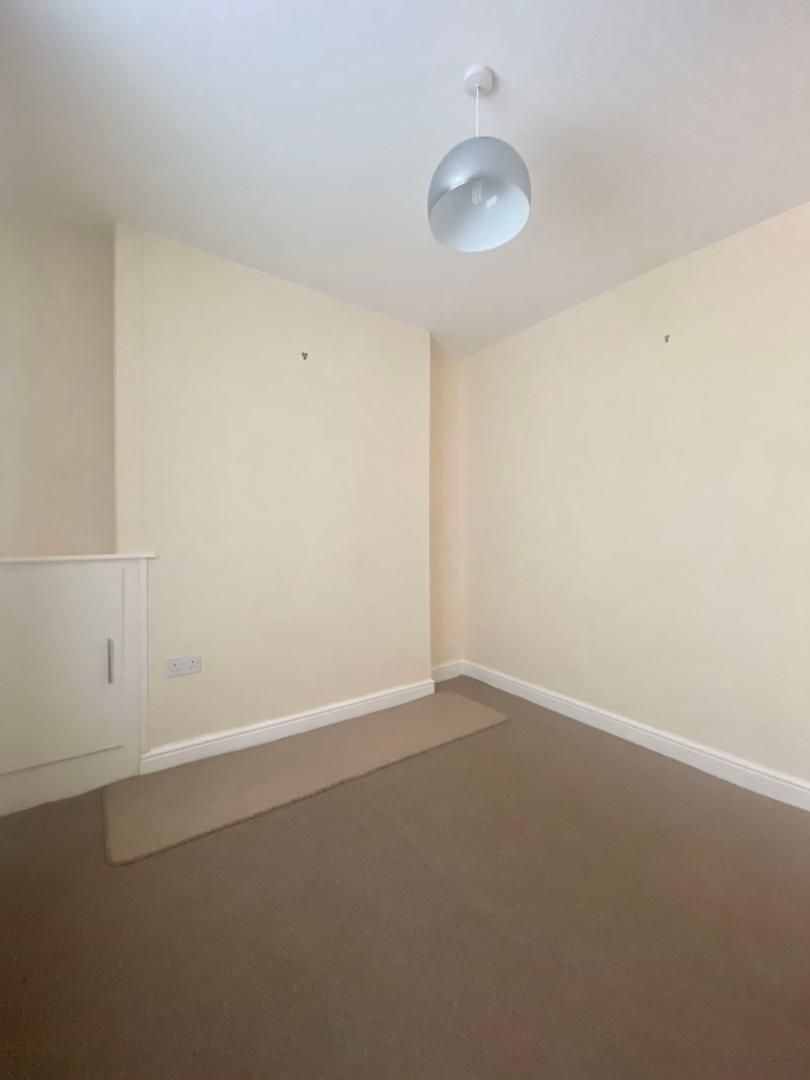 2 bed house to rent in High Street 7