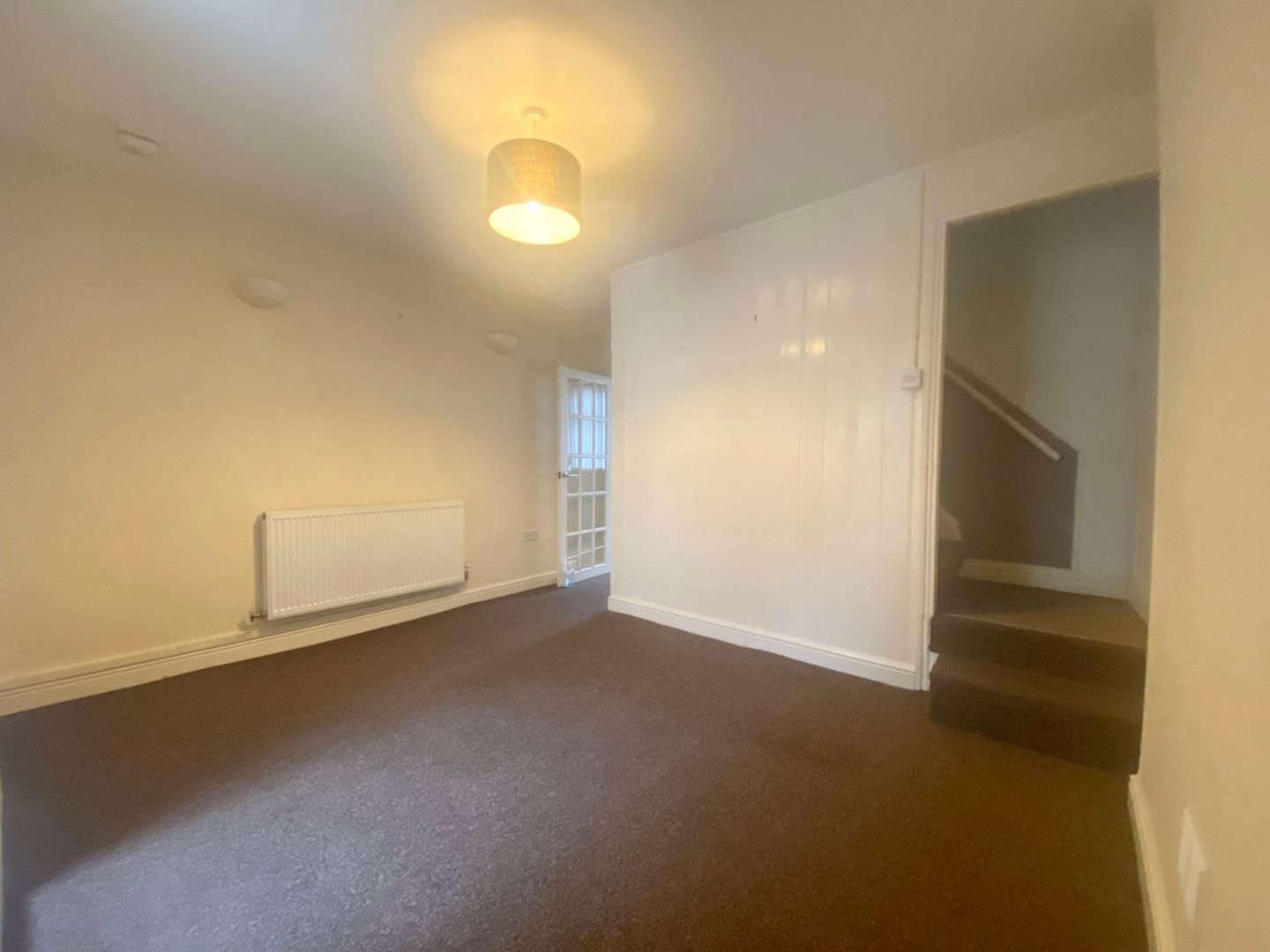2 bed house to rent in High Street 8