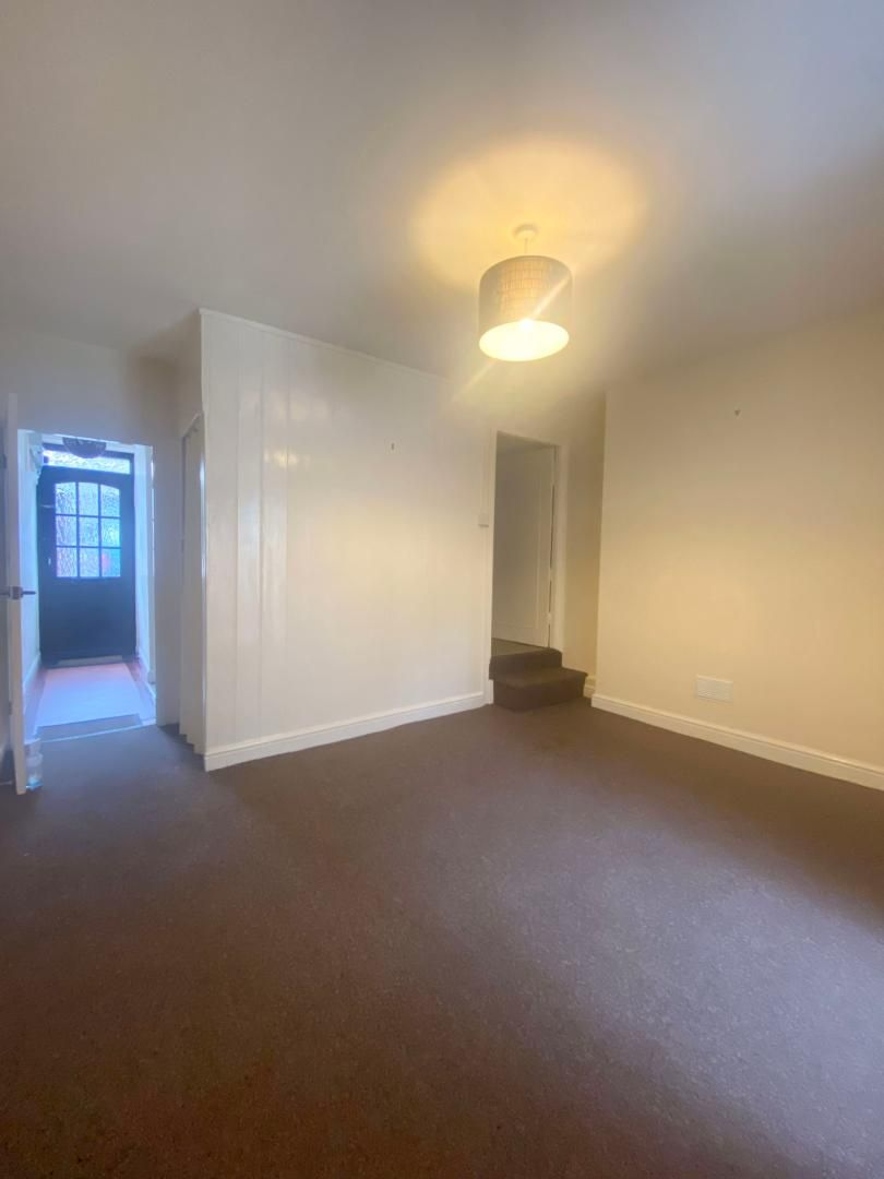 2 bed house to rent in High Street 9