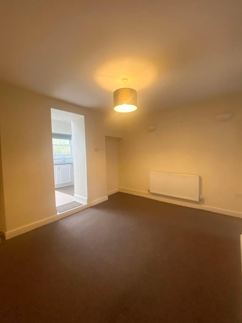 2 bed house to rent in High Street 10