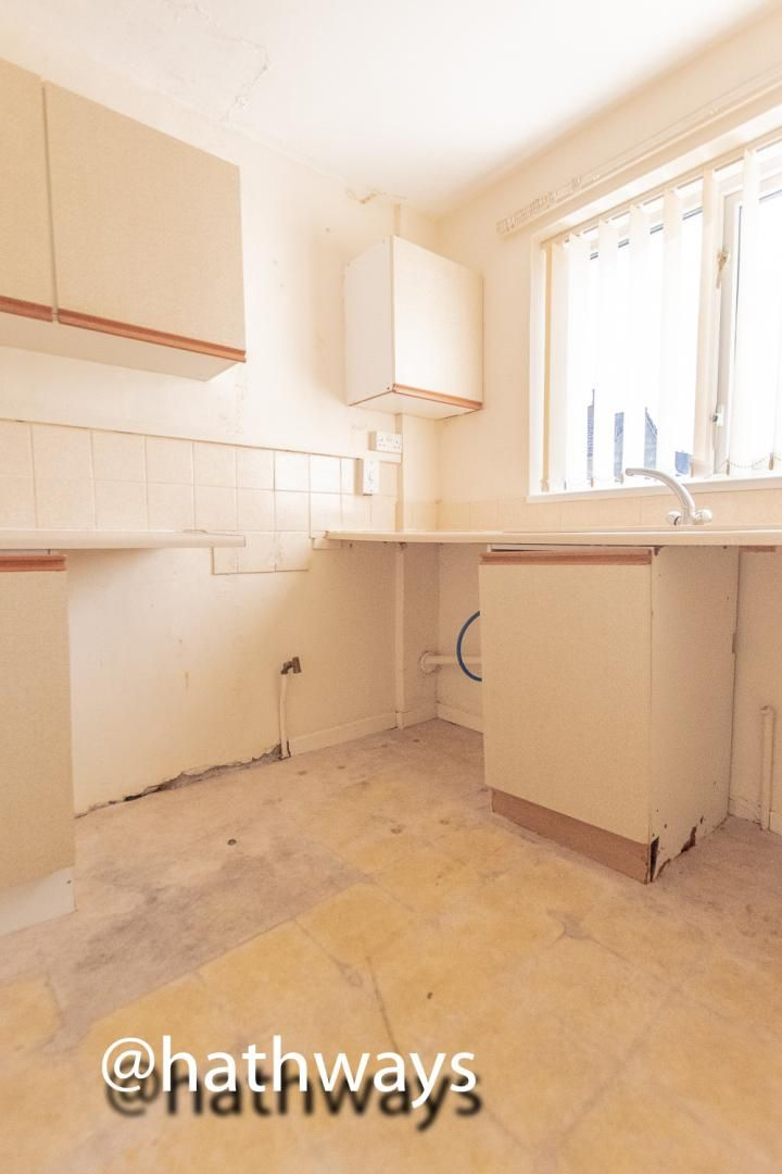 1 bed flat for sale in Cardigan Crescent 5