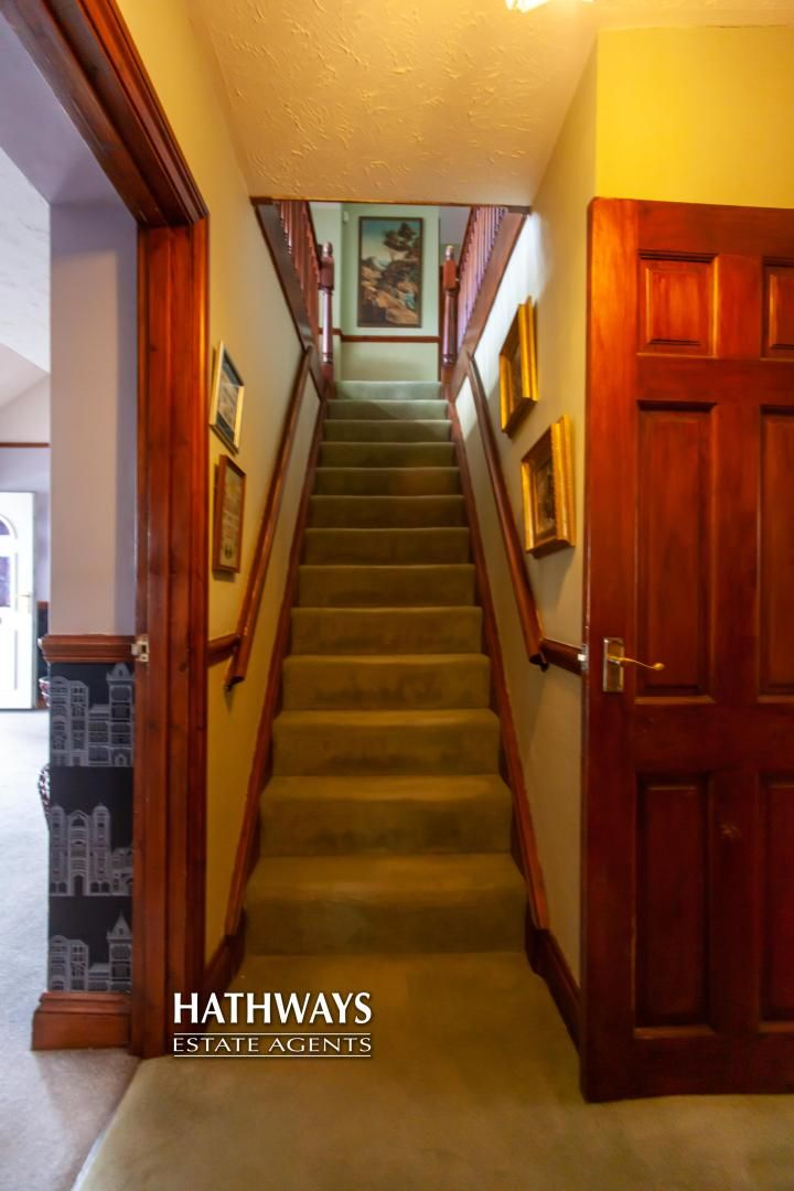 5 bed house for sale in Parkwood Close 3
