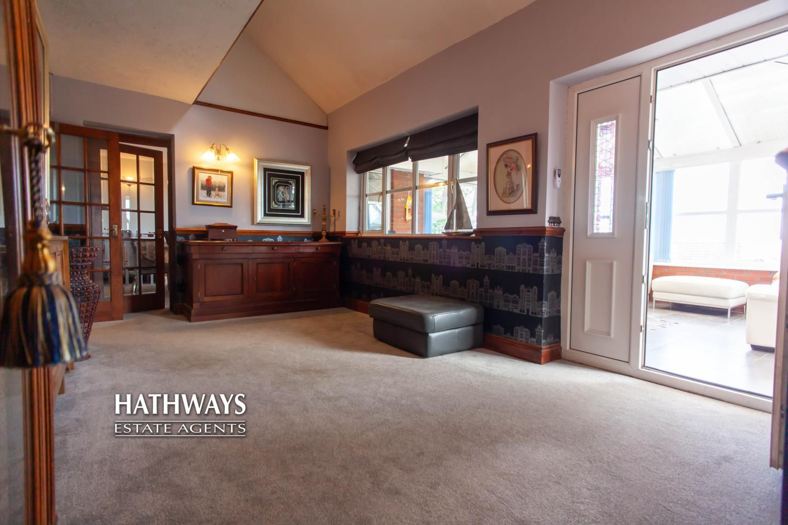 5 bed house for sale in Parkwood Close 8