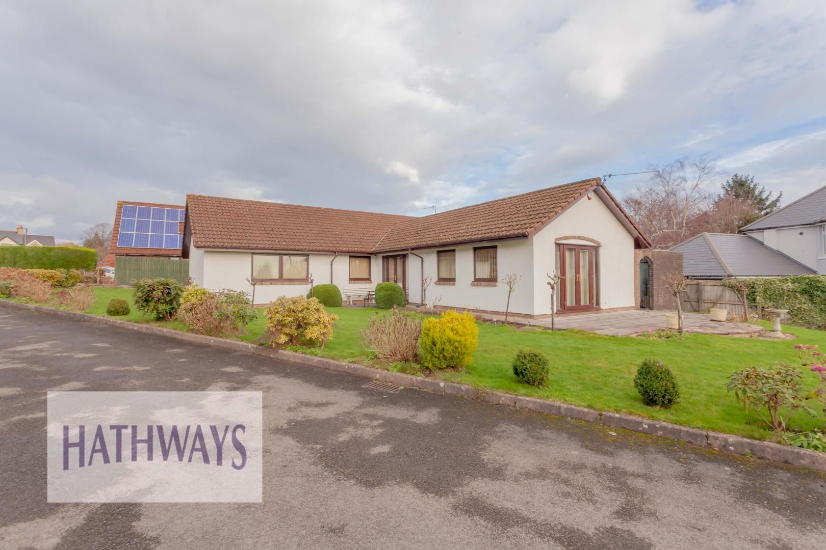3 bed bungalow for sale in Tynewydd Farm Close, NP44