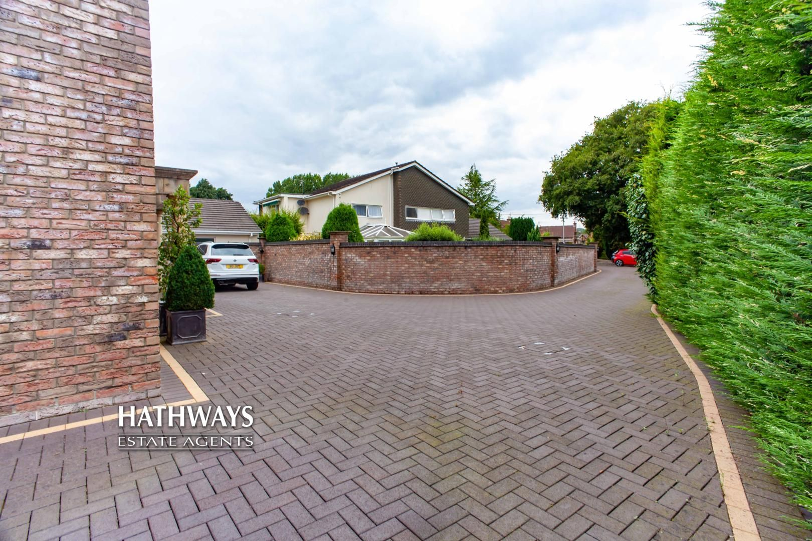 4 bed house for sale in Caerleon Road 10